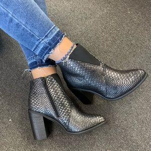 Ladies Elastic Goring High Block Heel Ankle Bootie